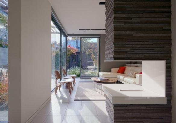 Through House - Living room3